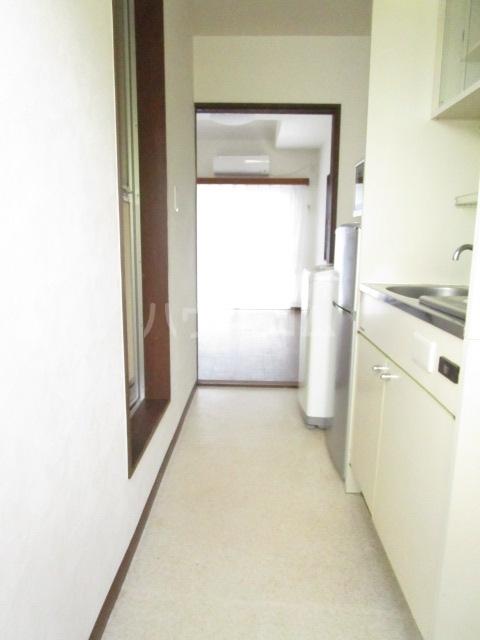 第12クリスタルハイツ 201号室の玄関