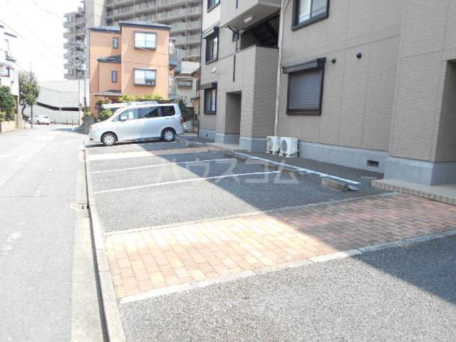 セゾン西橋本 302号室の駐車場