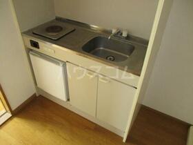 ロイヤルハイツ大澤 103号室のキッチン