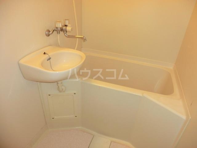アーバンフラット 201号室の風呂