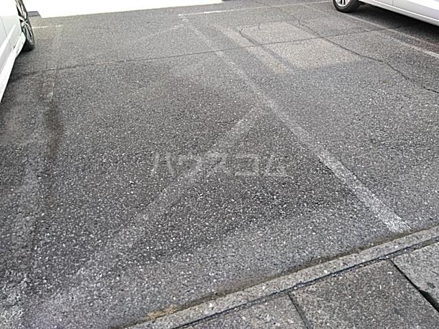 アーバンフラット 201号室の駐車場