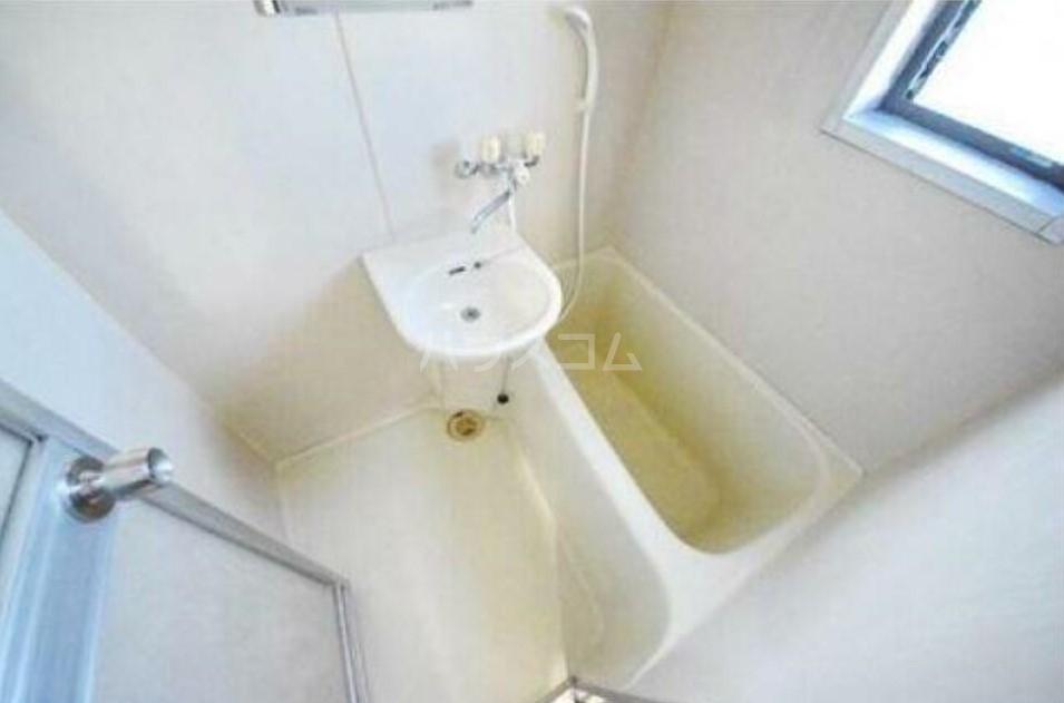 シャトーマルイシ 205号室の風呂