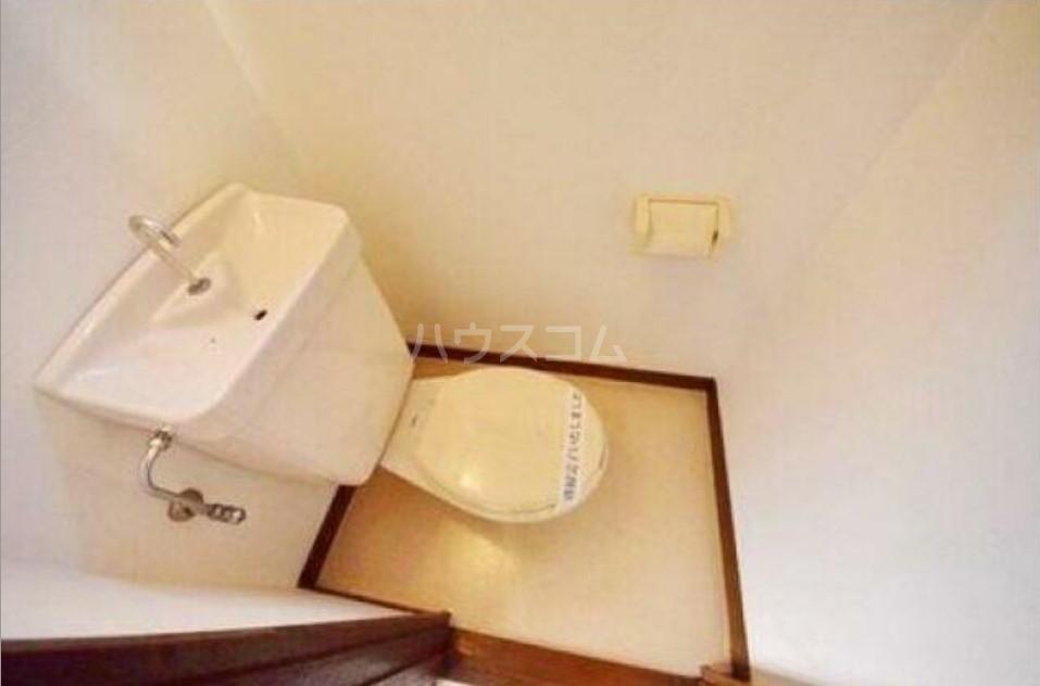 シャトーマルイシ 205号室のトイレ