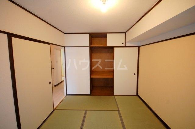 厚木リバーハイツ2号棟 234号室の玄関