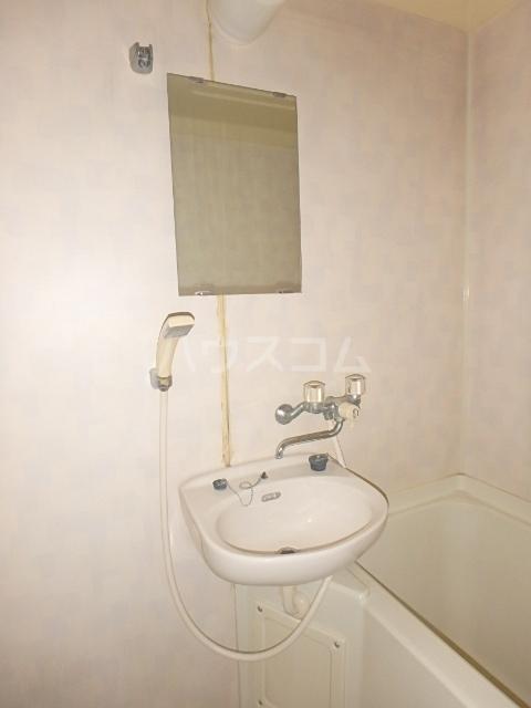 メゾンハピネス 105号室の洗面所