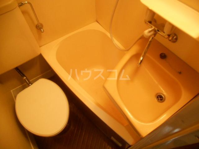 ブルーウィング 201号室の風呂