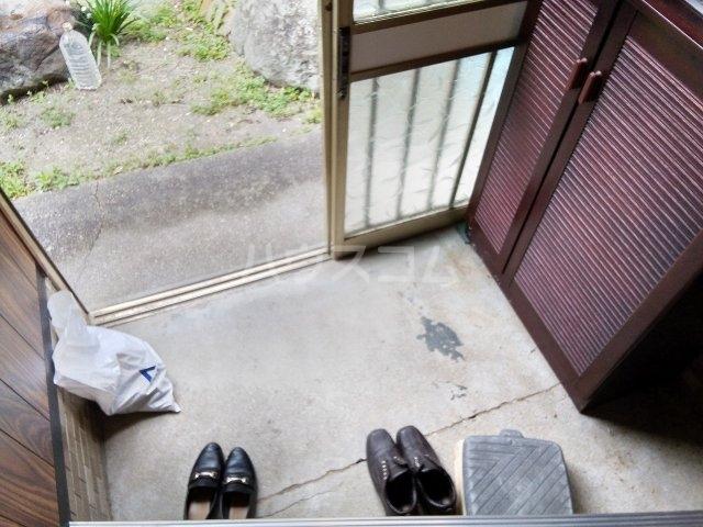 住吉町戸建借家の玄関