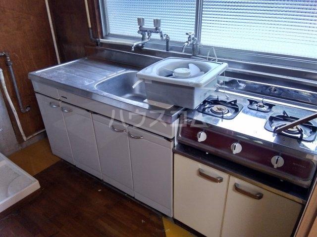 住吉町戸建借家のキッチン