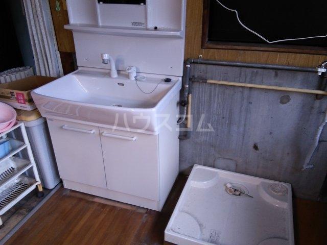 住吉町戸建借家の洗面所
