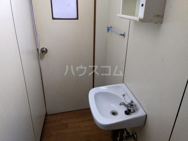 住吉町戸建借家のトイレ