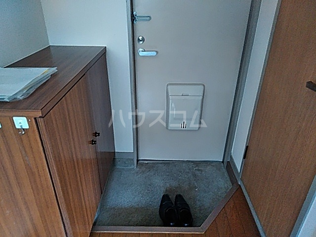 マメゾン井の元 201号室の玄関