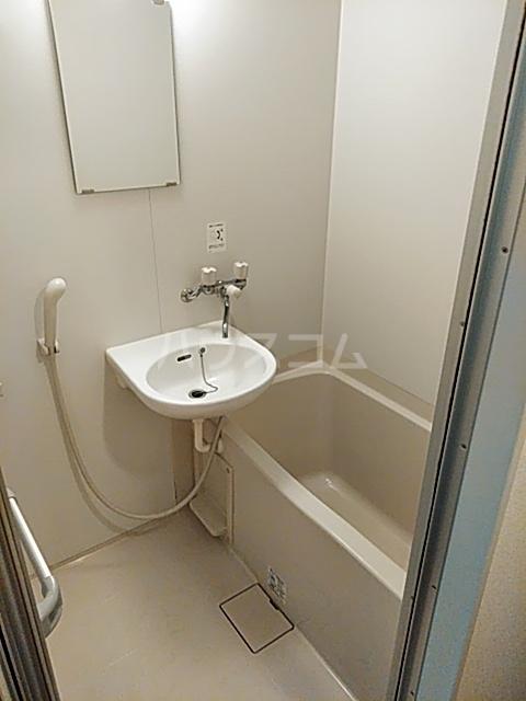 ハイツ上用賀 104号室の風呂