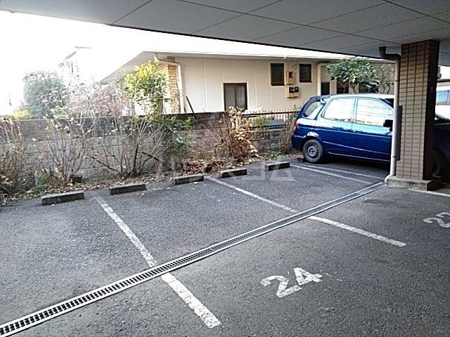 サンベルガーデン 206号室の駐車場