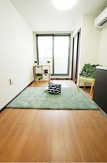 ルミエリア横浜 301号室のリビング