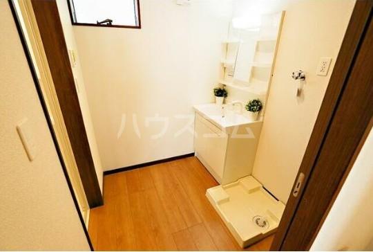 ルミエリア横浜 301号室の洗面所