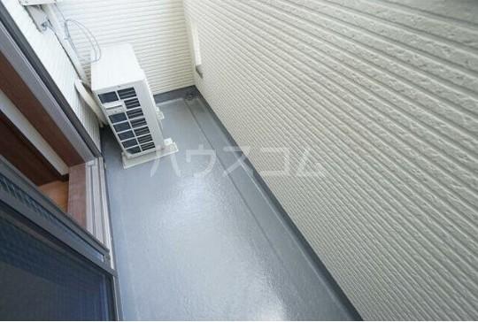 ルミエリア横浜 301号室のバルコニー