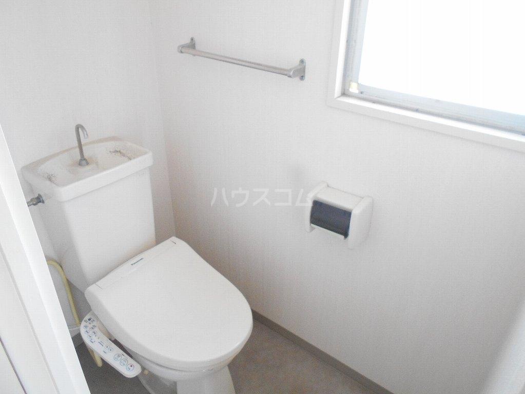 ヒルトップ菊名 303号室のトイレ