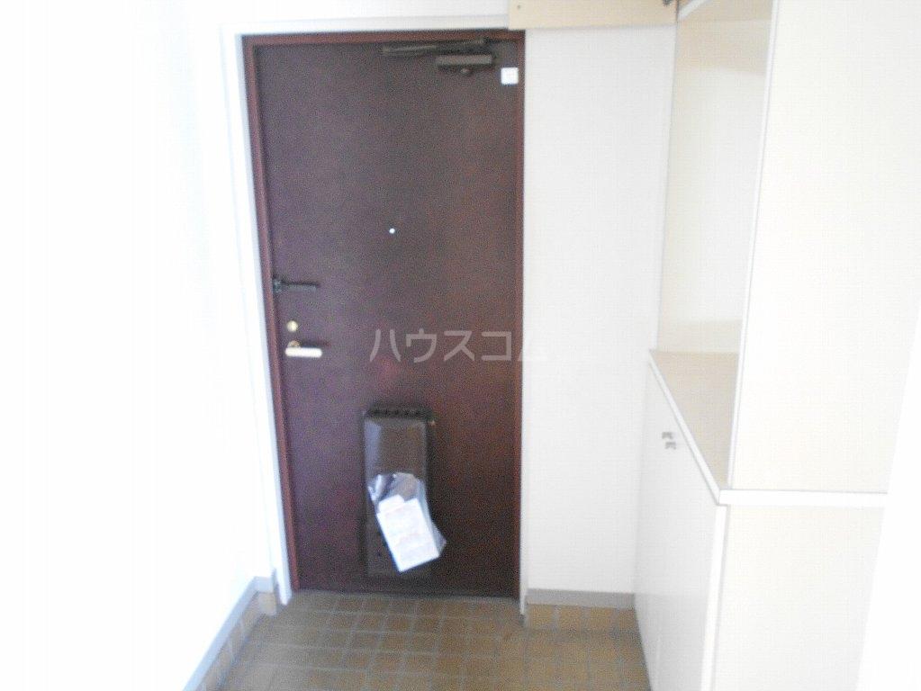 ヒルトップ菊名 303号室の玄関