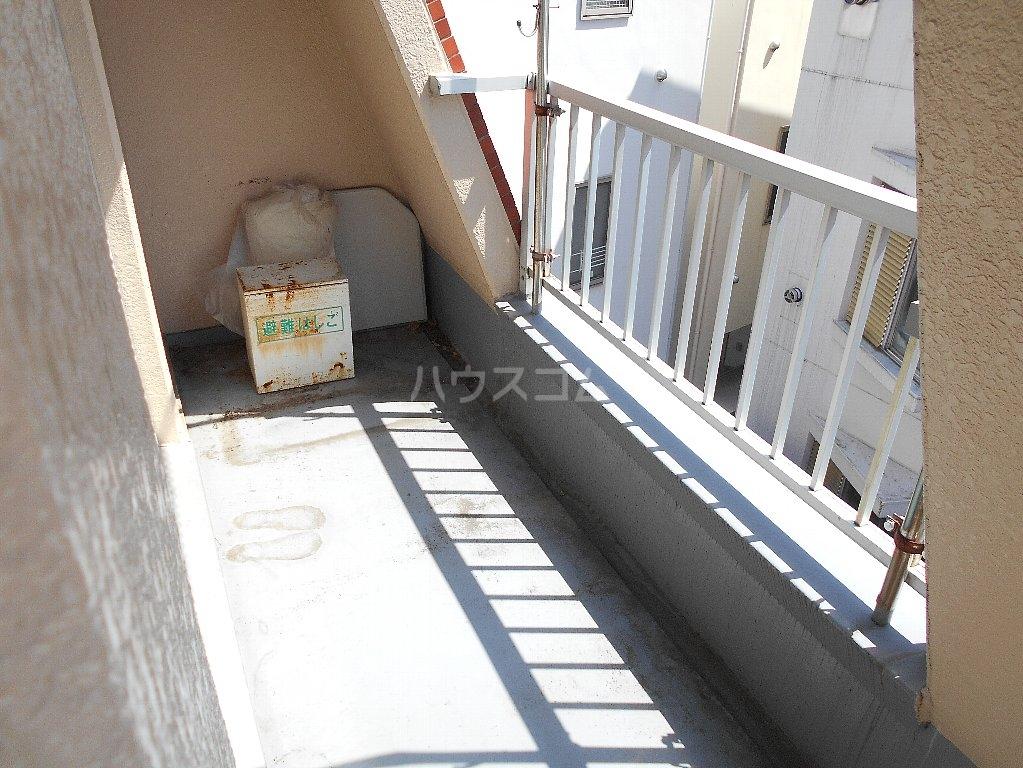 ヒルトップ菊名 303号室のバルコニー
