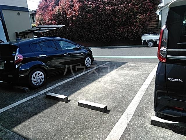 フェリース林間 206号室の駐車場