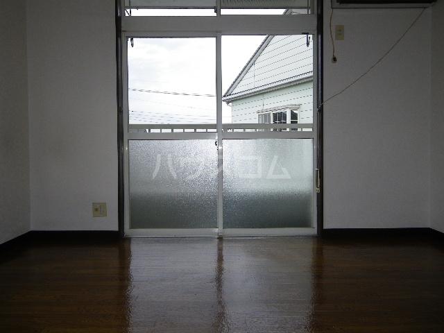 メゾン中居A 204号室のリビング