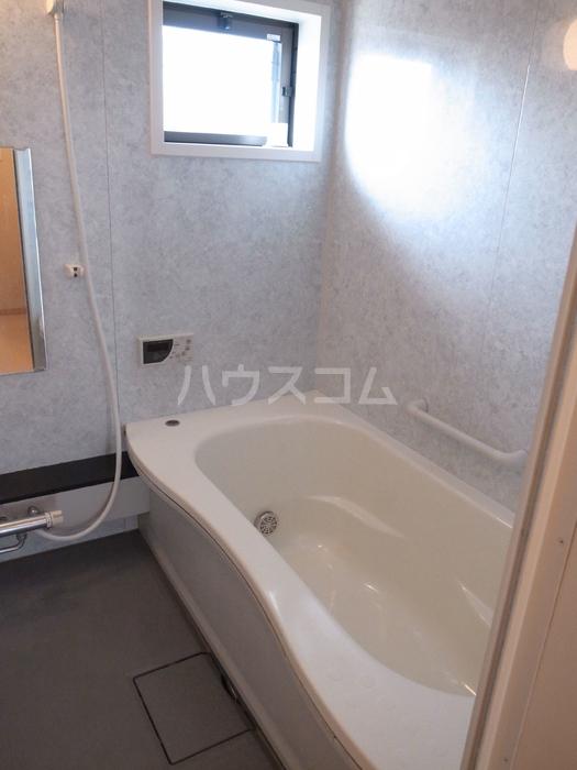 リヴェール 202号室の風呂