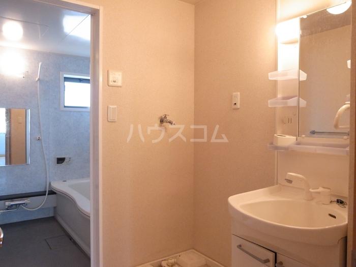 リヴェール 202号室の洗面所