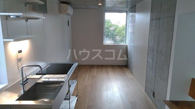 Solana Takanawadai 303号室のリビング