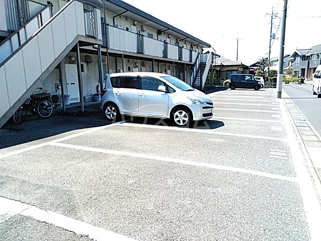 アップルハイツ 101号室の駐車場