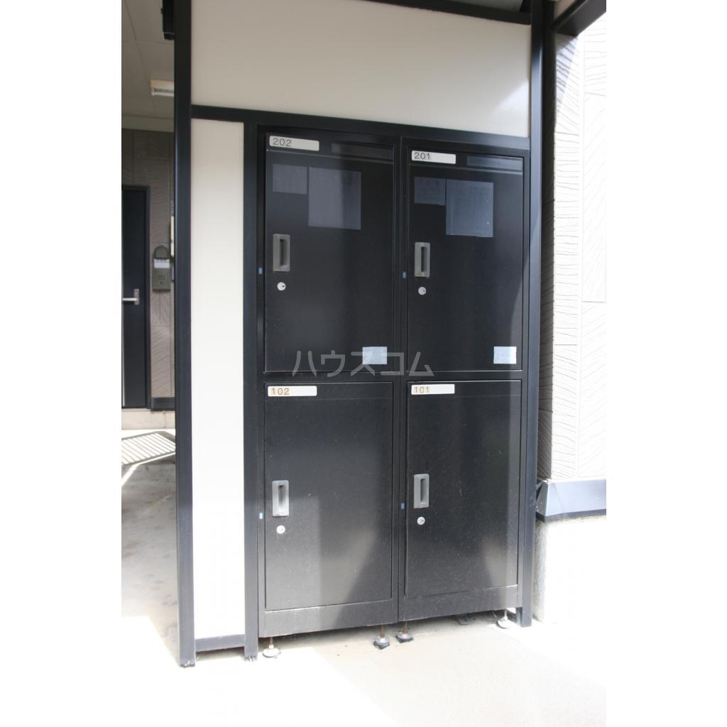 キャトルセゾン A 102号室の玄関