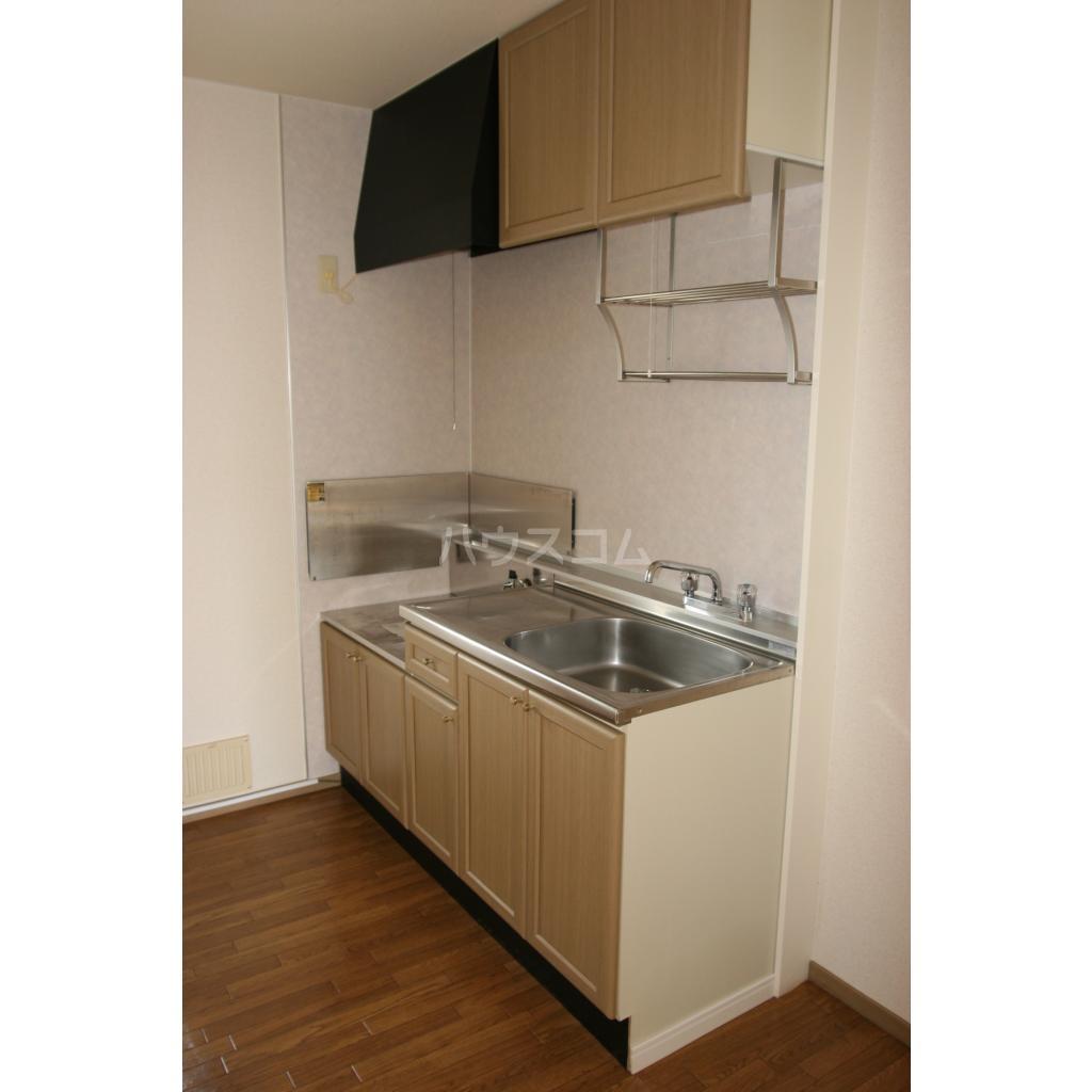 キャトルセゾン A 102号室のキッチン