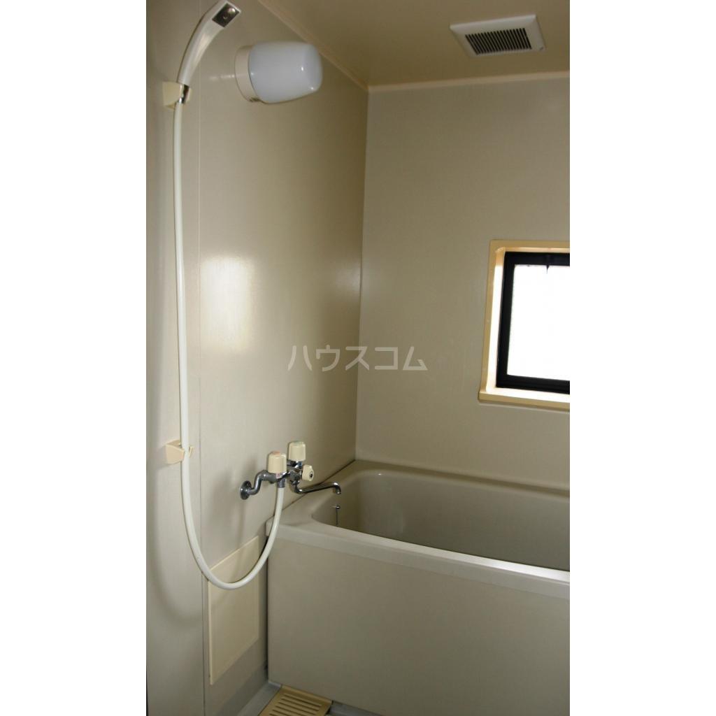 キャトルセゾン A 102号室の風呂