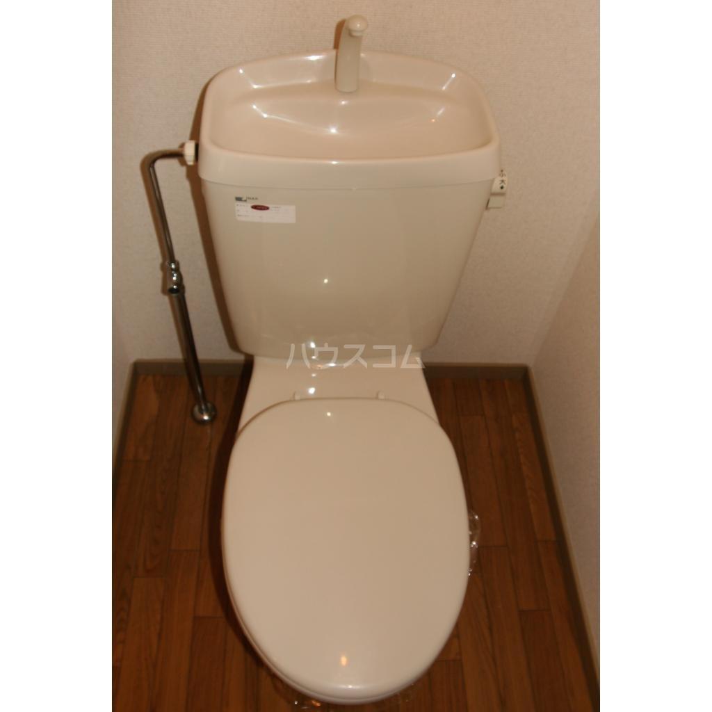 キャトルセゾン A 102号室のトイレ