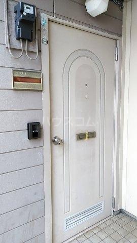 コンチェルト・ハウスA 101号室の玄関