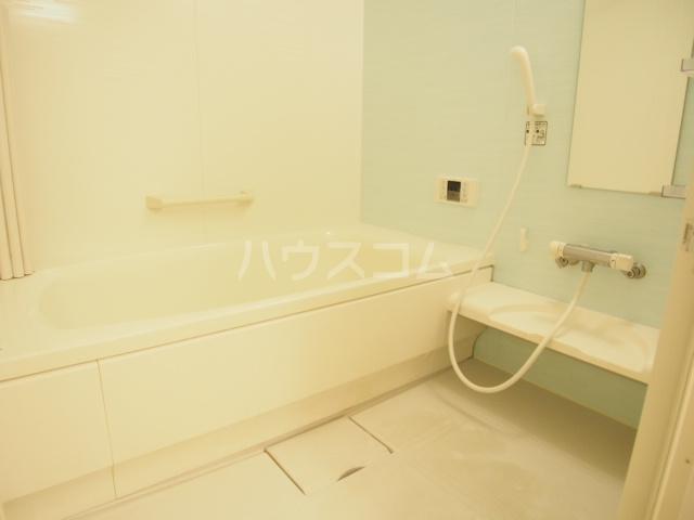 リバーサイド・ヒル 201号室の風呂