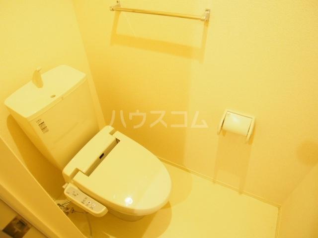 リバーサイド・ヒル 201号室のトイレ