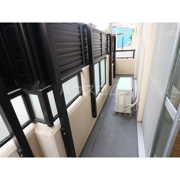 エクスクリエ高畑 103号室のバルコニー