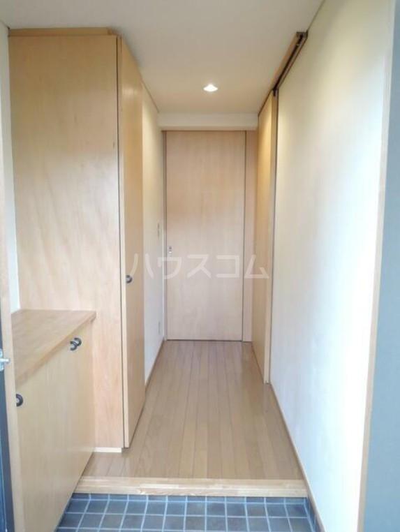 PLATEAU 203号室の玄関