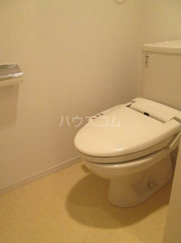 ランドヒルズ妙蓮寺 101号室のトイレ