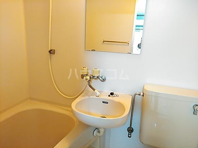 ラフォーレ小野原 201号室の洗面所