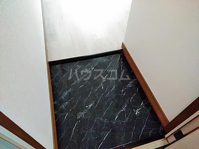ラフォーレ小野原 101号室の玄関