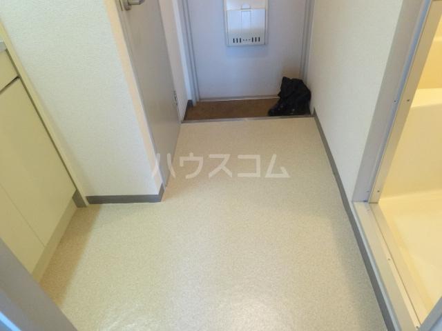 エトワール桂 102号室の玄関