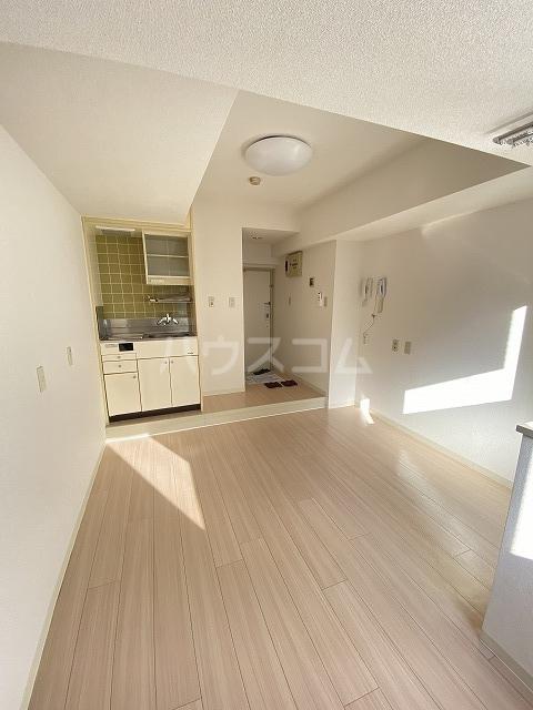 ウインベル川崎第10 202号室のリビング