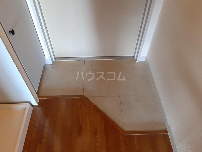 柏屋ビル 305号室の玄関