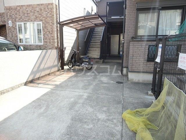 シャローム桂 103号室の駐車場