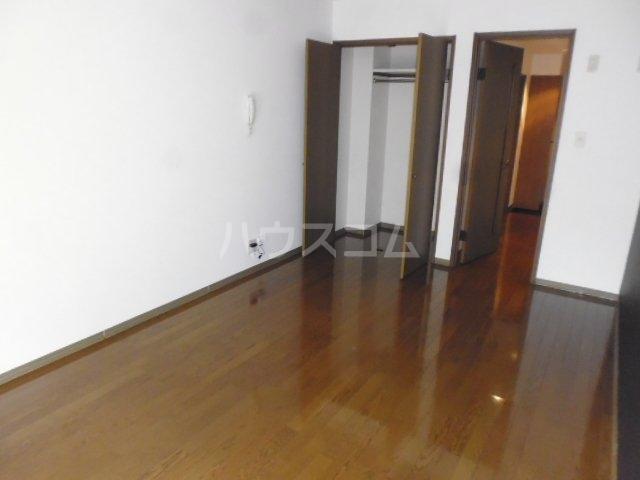 シャローム桂 103号室の居室