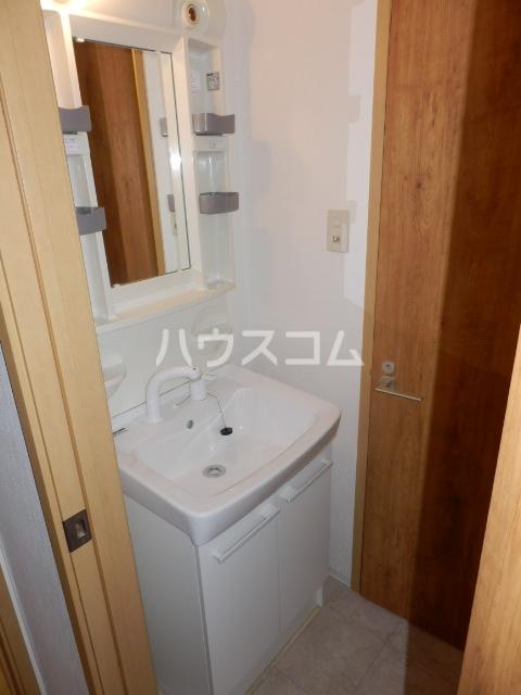 エテルノ 101号室の洗面所