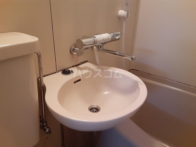 柏屋ビル 203号室の洗面所