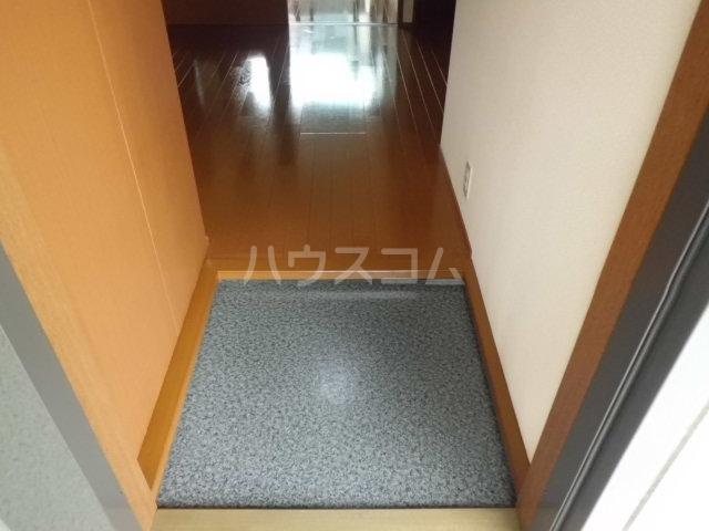 ラグーナB 201号室の玄関