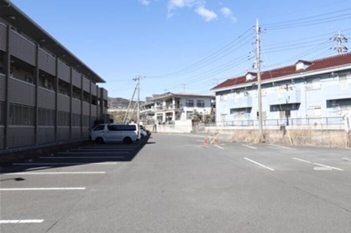 グレースライフ泉ヶ森 207号室の駐車場